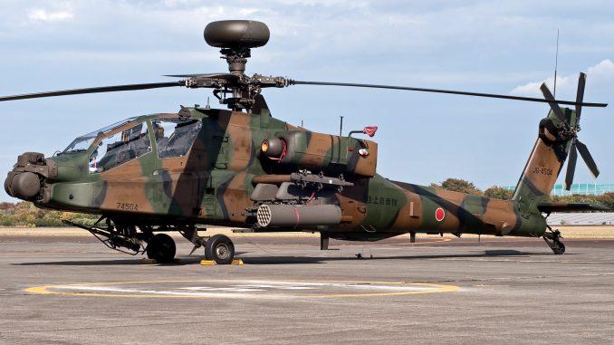 مروحية أباتشي AH-64D تابعة لسلاح الجو الياباني متمركزة في مطار تاشيكاوا في اليابان في 10 تشرين الثاني/نوفبمر 2013 (Tomoya Koyanai)
