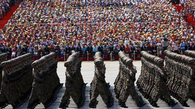 جنود صينيون خلال موكب عسكري كبير في بكين في أيلول/سبتمبر 2015 (Getty Images)