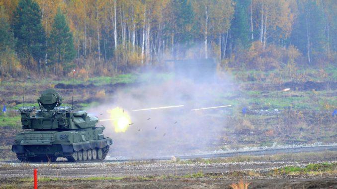 """مدفع """"زي إس أو-23-4"""" ذاتي الحركة المعروف باسم """"شيلكا"""" خلال عملية اختبارية في روسيا (وكالة سبوتنيك)"""
