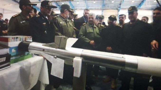 """صاروخ """"أذرخش"""" الذي أزاح حرس الثّورة الإسلامية الإيراني الستار عنه في 28 شباط/فبراير الجاري (وكالة تسنيم) """