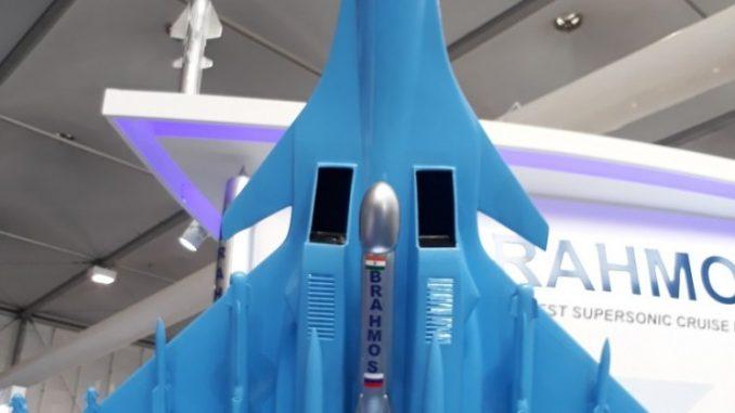 نموذج لصاروخ براهموس من معرض IDEX 2017 في 23 شباط/ فبراير 2017 (الأمن والدفاع العربي)