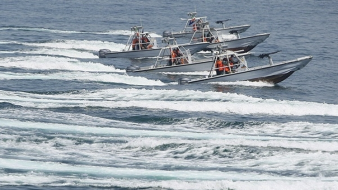 """الزوارق الهجومية الإيرانية التي كانت """"تُضايق وتُهين"""" سفن البحرية الأميركية (وكالة أنباء فارس الإيرانية)"""