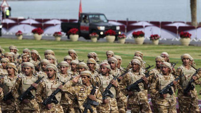 عناصر من القوات المسلّحة القطرية (رويترز)