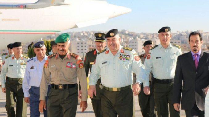 وصول رئيس الأركان الكويتي إلى الأردن للمشاركة باجتماع اللجنة العليا المشتركة للتعاون العسكري (وكالة الأنباء الكويتية)