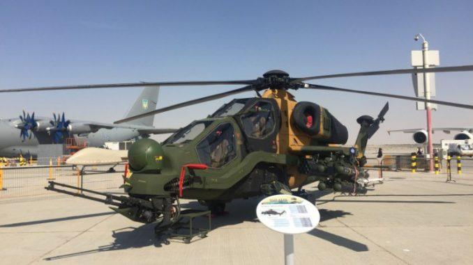 مروحية أتاك-129 التركية خلال عرض ثابت في فعاليات الدورة الماضية من معرض دبي للطيران 2017) الأمن والدفاع العربي)