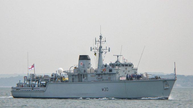سفينة مكافحة الألغام فئة HMS Ledbury تابعة للبحرية الملكية البريطانية