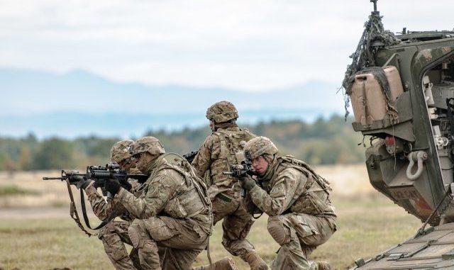 عناصر من القوات المسلّحة الأميركية تشارك في تدريبات عسكرية في سلوفاكيا في 13 تشرين الأول/ أكتوبر 2016 (صورة أرشيفية)