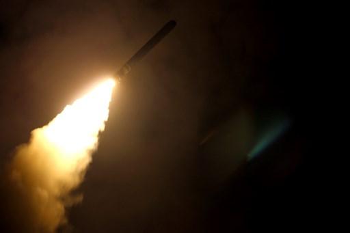 الولايات المتحدة وبريطانيا وفرنسا تطلق صاروخ موجه من طراز Tomahawk من مدمة USS Monterey في 14 نيسان/ أبريل في وريا (وزارة الدفاع الأميركية)