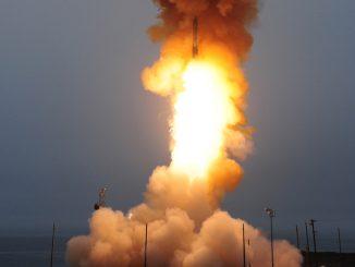 تجربة لصاروخ