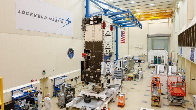 """منشأة """"لوكهيد مارتن"""" في كاليفورنيا الخاصة بتطوير واختبار أقمار """"عربسات-6أيه"""" الاصطناعية للمملكة العربية السعودية (شركة لوكهيد مارتن)"""