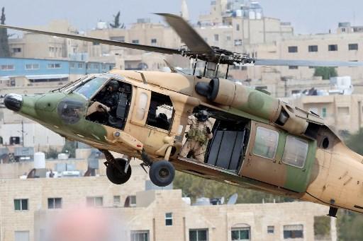 قوات العمليات الخاصة الأردنية تقوم بمناورات خلال العرض الإفتتاحي لمعرض Sofex 2018 في الأردن (فرنس برس)