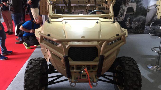 """مركبة MRZR التكتيكية ذات المقعدين في جناج شركة """"بولاريس للدفاع"""" خلال فعاليات معرض سوفكس 2018 في الأردن (الأمن والدفاع العربي)"""