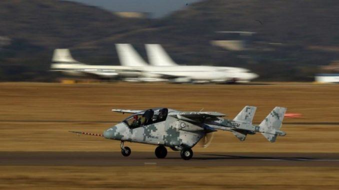 طائرة استطلاع خفيفة فائقة الأداء من إنتاج مجموعة باراماونت الجنوب أفريقية للصناعات الدفاعية. (صورة من أرشيف وكالة رويترز)
