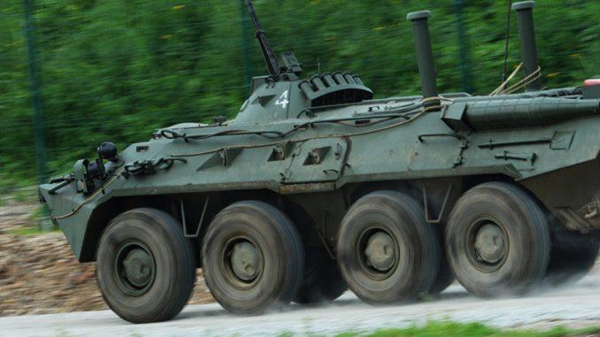 """ناقلة الجنود مدرعة """"بي تي إر 80"""""""