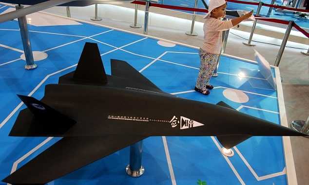 """طائرة """"السيف المظلم"""" - المعروفة باللغة الصينية باسم """"Anjian"""" - قدّمت للمرة الأولى خلال معرض تشوهاى الجوي في مقاطعة قوانغدونغ جنوب الصين في عام 2006 (Getty Images)"""
