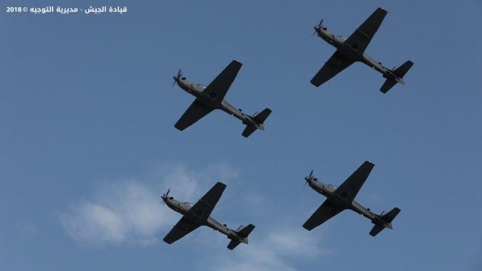 أربع طائرات سوبر توكانو تحلّق فوق قاعدة حامات الجوية اللبنانية بعد حفل التسلّم الذي أقيم في 12 حزيران/يونيو 2018 (قيادة الجيش اللبناني)