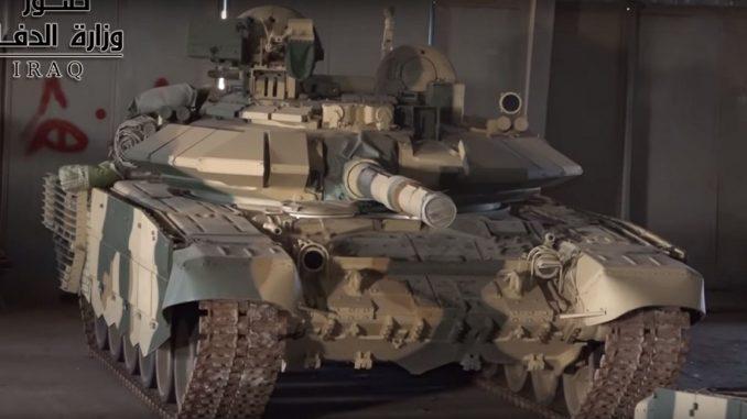 """لقطة من شريط فيديو صادر عن وزارة الدفاع العراقية تُظهر إحدى دبابات """"تي-90أس"""" التي تم تسليمها للواء 35 في الجيش العراقي (وزارة الدفاع العراقية)"""