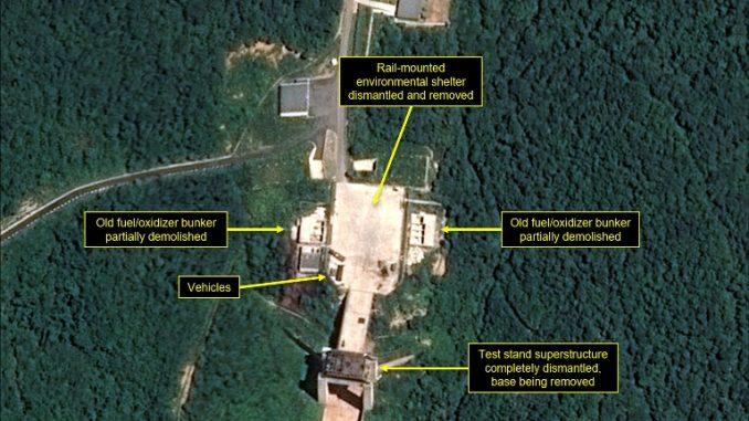 """صورة التقطتها الأقمار الإصطناعية من موقع """"38 نورث"""" المتخصص في شؤون كوريا الشمالية بتاريخ 22 تموز/يوليو 2018 وتم الحصول عليها في 23 تموز/يوليو 2018 توضح التفكيك الواضح للمرافق في موقع سوهاي لإطلاق الصواريخ في كوريا الشمالية (AFP)"""
