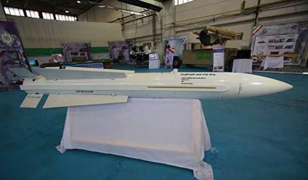 """لقطة لصاروخ جو- جو الإيراني """"فكور"""" متوسط المدى والمجهز بأحدث التكنولوجيا (وكالة فارس)"""
