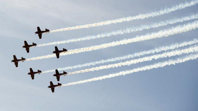 طائرات العسكرية مغربية خلال احتفالاً بالذكرى الستين لتأسيس شركة الخطوط الجوية الملكية المغربية في 30 أيلول/سبتمبر 2017 في الدار البيضاء (AFP)