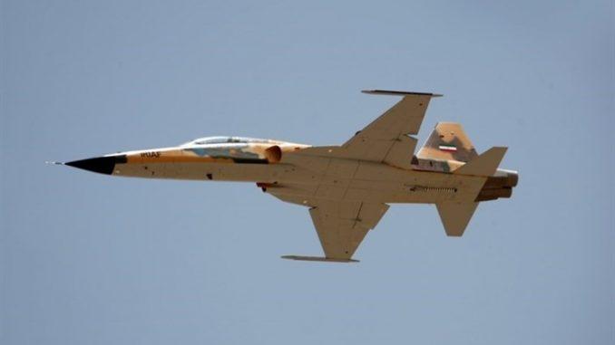 """صورة نشرتها وكالة تسنيم الإيرانية في 21 آب/أغسطس 2018 تُظهر طائرة محلية نوع """"كوثر""""، وهي مقاتلة من الجيل الرابع، مزودة بـ """"الكترونيات الطيران المتقدمة"""" ورادار متعدد الأغراض، والذي قالت وكالة تسنيم الرسمية إنها """"محلية الصنع 100%"""" (وكالة تسنيم)"""