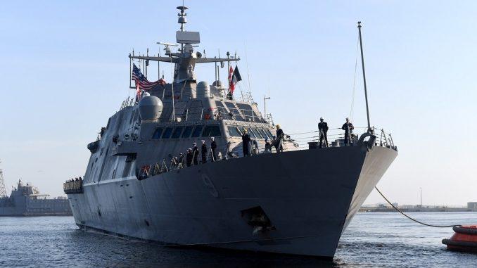 سفينتان جديدتان من سفن القتال الساحلي، كتلك في الصورة، تنضمان إلى الأسطول البحري الأميركي هذا الأسبوع. (صورة من البحرية الأميركية بواسطة MC2 Amanda Battles)