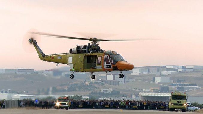 """المروحية التركية """"تي-625"""" متعددة الأغراض، المطوّرة من قِبل شركة الصناعات الجوية والفضائية التركية """"توساش""""، تُنفّذ في 6 أيلول/سبتمبر الحالي بنجاح أول تحليق لها (وكالة الأناضول)"""