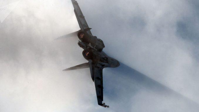 """مقاتلة """"سو-35"""" خلال العرض الجوي في مطار جوكوفسكي"""