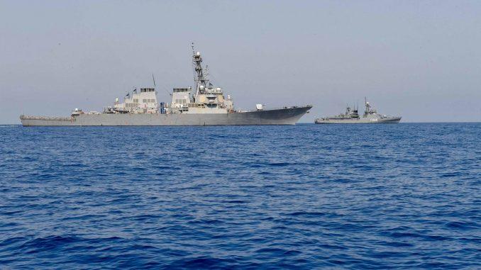 لقطة من التدريب البحري المشترك العابر بين البحريتين الأميركية والمصرية في البحر الأحمر (بوابة الدفاع المصرية)