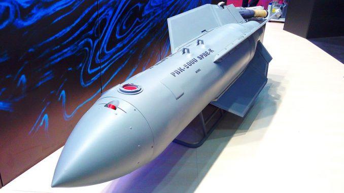 """لقطة لقنبلة """"المثقاب"""" الروسية الجديدة. تزن القنبلة 500 كيلوغرام وهي محملة بمجموعة من الرؤوس القتالية الموجهة ذاتيا وتستطيع تدمير بطارية مدفعية أو رتل كامل من الدبابات (وكالة تاس)"""