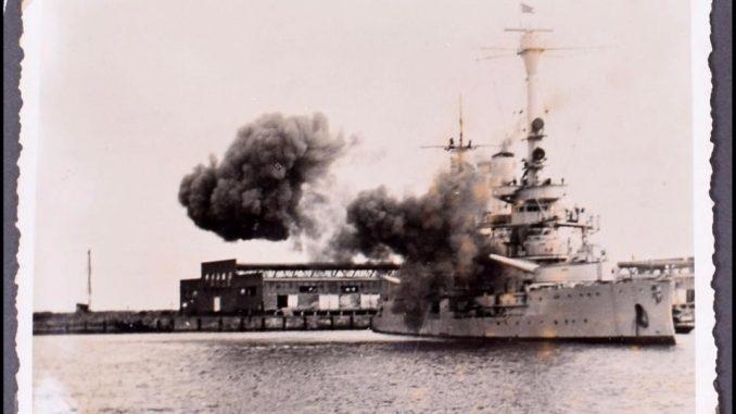 أول قذيفة أطلقت خلال الحرب العالمية الثانية من سفينة حربية ألمانية تجاه بولندا