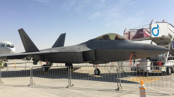 مقاتلة أف-22 خلال معرض دبي للطيران 2017 (صورة أرشيفية - الأمن والدفاع العربي)