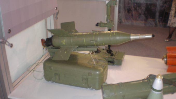 """صورة التُقطت في حزيران/يونيو 2009 تُظهر الصاروخ المضاد للدبابات من طراز """"ماليوتكا"""" المعدّل في معرض """"Partner 2009"""" العسكري (Wikimedia)"""