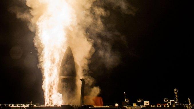 لقطة من عملية اختبار صاروخ SM-3 Block IIA الناجحة في 3 شباط/فبراير 2017، في منشأة نطاق الصواريخ في المحيط الهادئ التابعة للبحرية الأميركية في كاواي، هاواي (وكالة الدفاع الصاروخي/رايثيون)