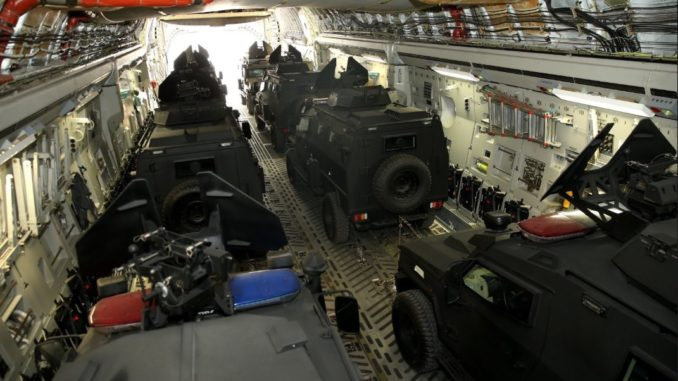 قطر تُرسل 24 سيارة عسكرية مصفحة إلى مالي في خطوة قالت إنها ستساعد دول منطقة الساحل الأفريقي على محاربة الإرهاب (تويتر)