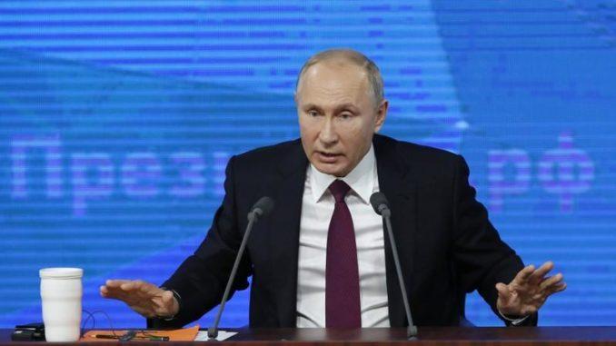الرئيس الروسي فلاديمير بوتين خلال مؤتمر صحفي سنوي في موسكو يوم الخميس. تصوير: مكسيم شيميتوف - رويترز.
