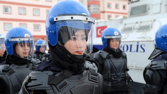 شرطيات أفغانيات