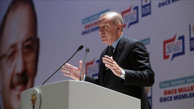 قال الرئيس التركي رجب طيب أردوغان، الأربعاء، إنهم سيحولون تركيا خلال الأعوام الثلاثة المقبلة إلى قوة عالمية في مجال الصناعات الدفاعية. جاء ذلك في اجتماع لحزب العدالة والتنمية بالعاصمة أنقرة، حول الانتخابات المحلية المزمع إجراؤها في 31 مارس/ آذار المقبل. ( Turkish Presidency / Murat Cetinmuhurdar - وكالة الأناضول )