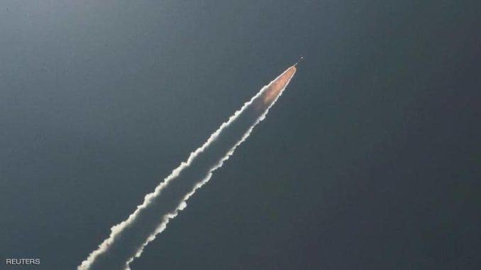 إطلاق صاروخ إلى الفضاء