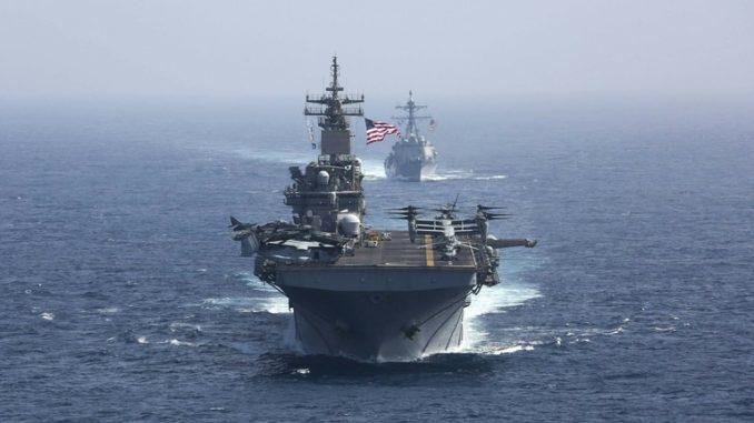 """حاملة الطائرات الأميركية """"أبرهام لينكولن"""" تجري مناورات في الخليج"""