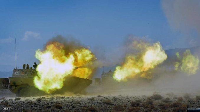 دبابات صينية تطلق ذخيرتها