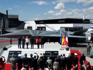 جانب من معرض لوبورجيه لصناعة الطيران