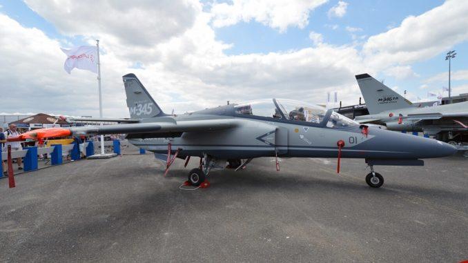 طائرة M-345