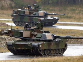 """دبابات من نوع """"M1A2 Abrams"""""""