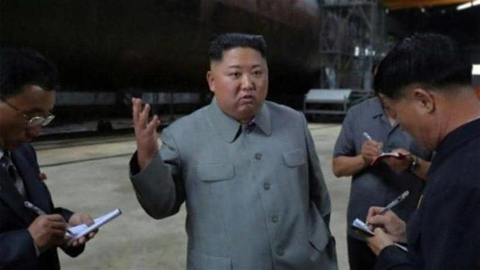 زعيم كوريا الشمالية يتفقد غواصة ويمتدح قدراتها التكتيكية
