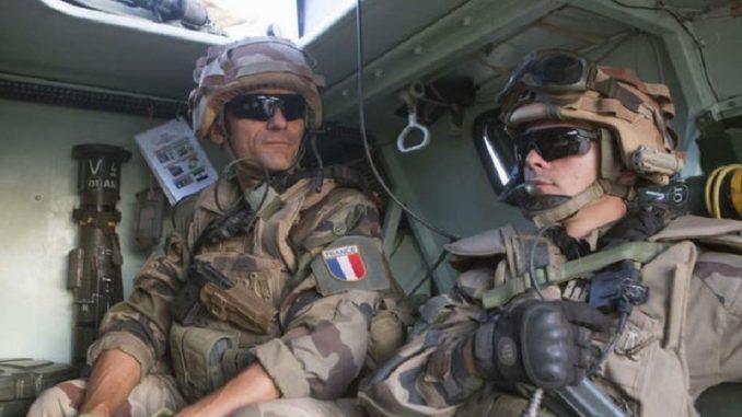جنديان فرنسيان