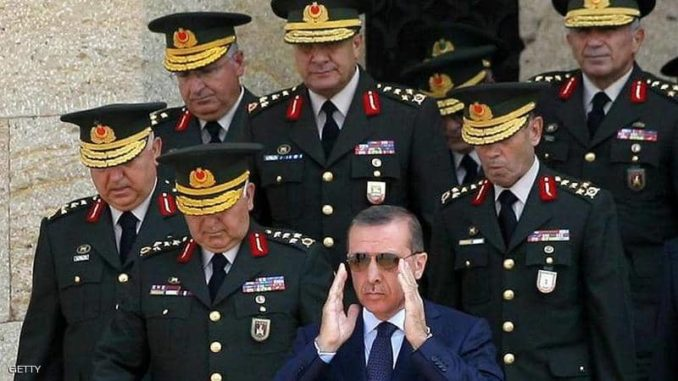 الرئيس التركي وجنرالات في الجيش التركي