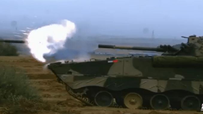 إطلاق صواريخ صينية عالية الدقة