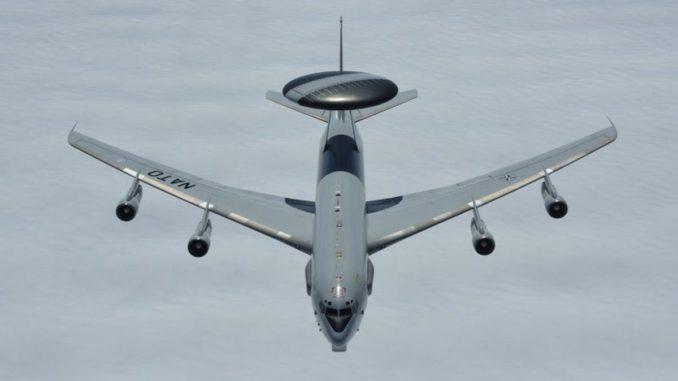 طائرة الإنذار المبكر AWACS