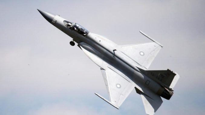 مقاتلة جي إف-17 الصينية والباكستانية